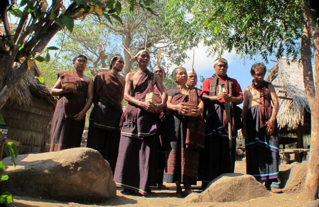 Upacara Selamat Datang di Kampung Adat Lama Lamagute